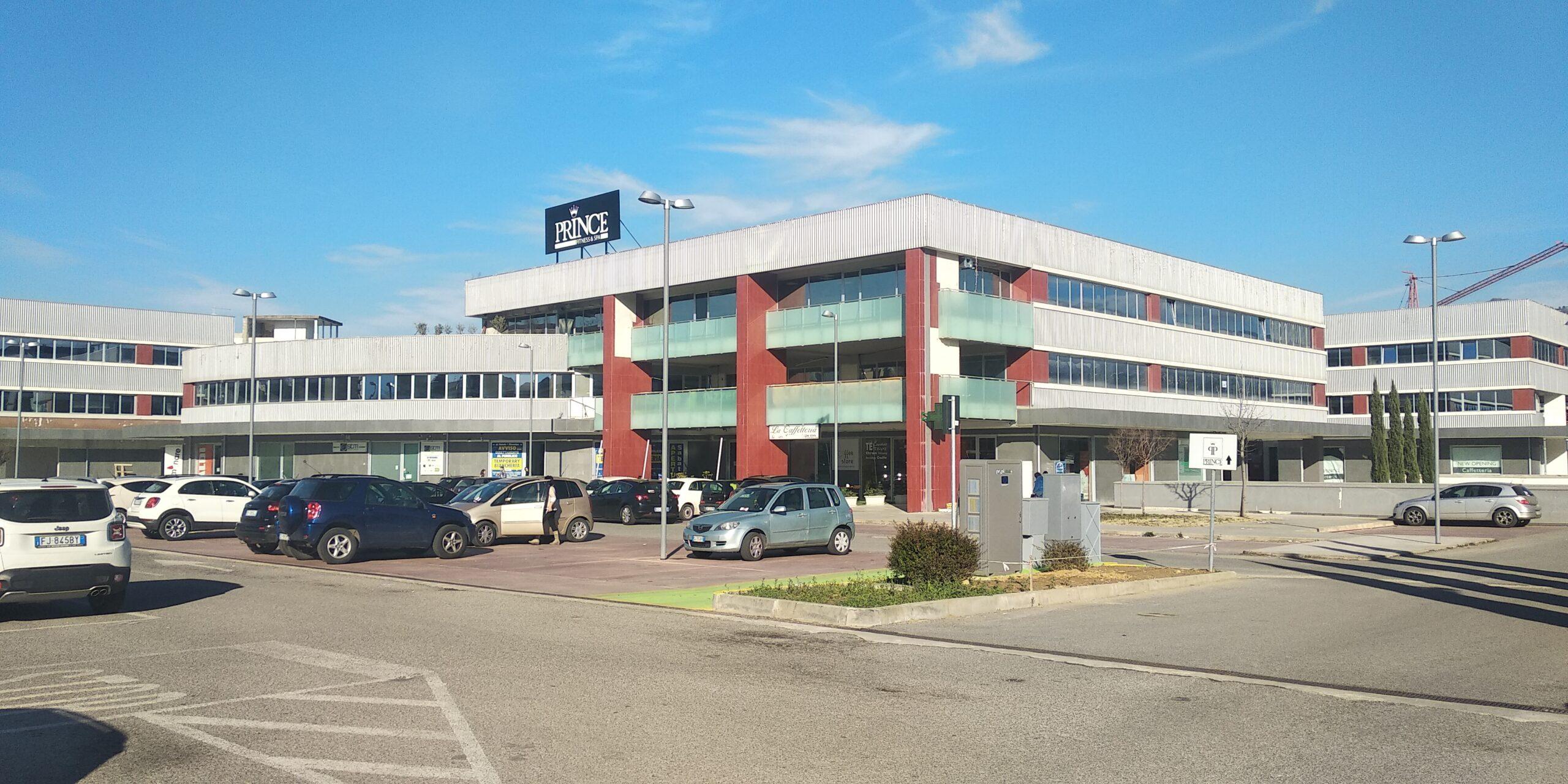 centro commerciale e uffici scaled